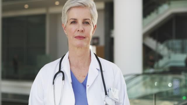 i'm serious about healthcare - doctor filmów i materiałów b-roll