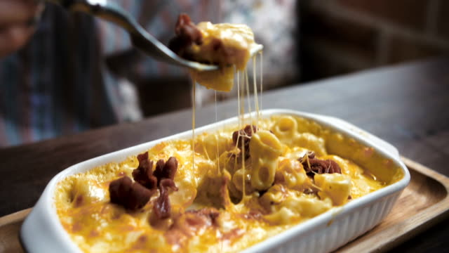 CU : Macaroni cheese with bacon Close-Up shot of macaroni cheese with bacon at restaurant cheese stock videos & royalty-free footage
