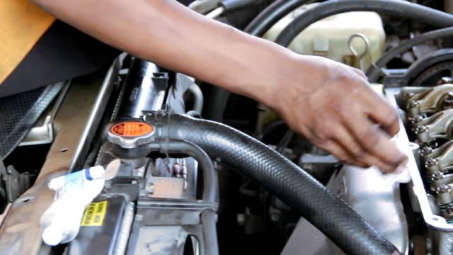 Machine cleaning valve engine video