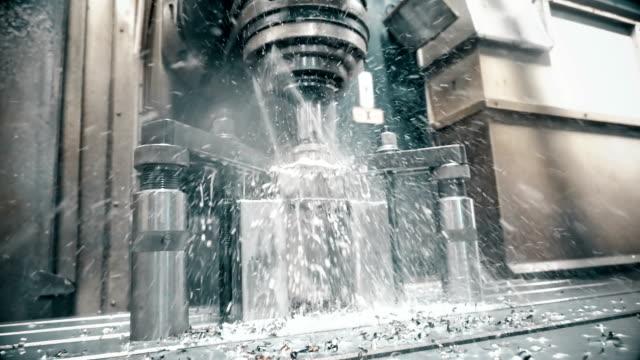 cnc-maschine / drehbank - aluminium stock-videos und b-roll-filmmaterial