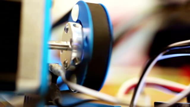 vídeos y material grabado en eventos de stock de motor está trabajando en la máquina - inauguration