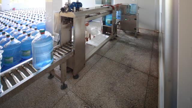 CU Machine rotating full plastic water bottles video
