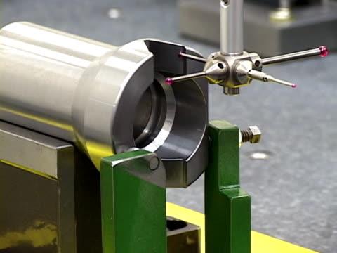 vídeos y material grabado en eventos de stock de mediciones de máquinas de taller - aleación