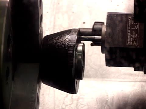 vídeos y material grabado en eventos de stock de tres máquinas de taller - aleación