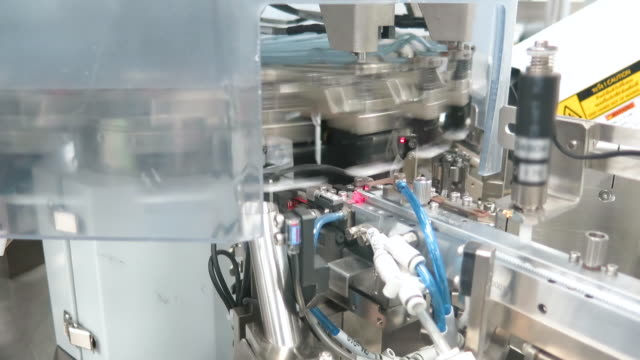 Machine working in semiconductor industry - vídeo