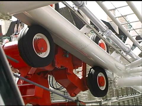 vídeos y material grabado en eventos de stock de maquinaria de ruedas - aleación