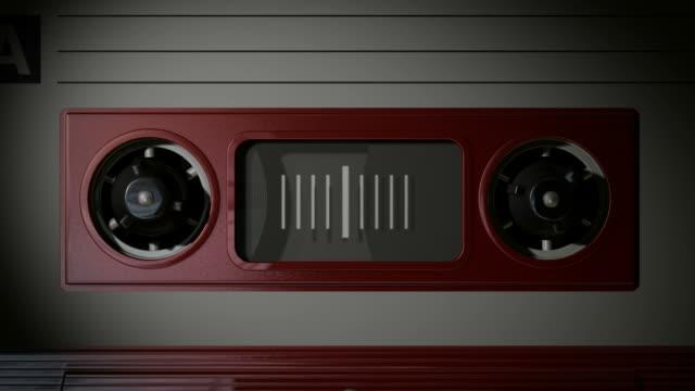 macro cassetta nastro riproduzione di animazione - mangianastri video stock e b–roll