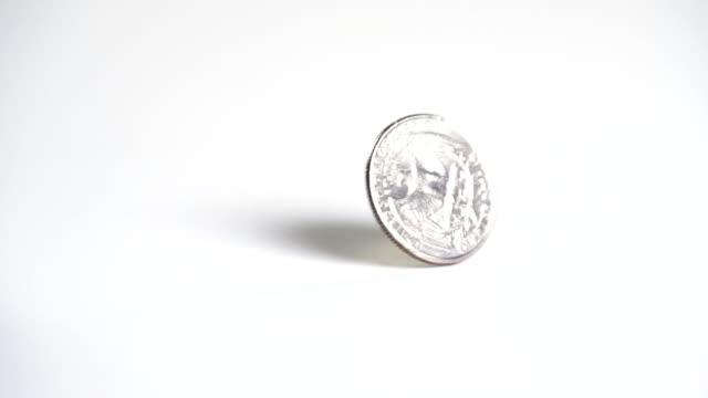 макро монета вид замедленная съёмка - монета стоковые видео и кадры b-roll