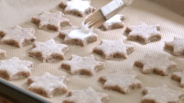 Macro Dolly: baking christmas cookies video