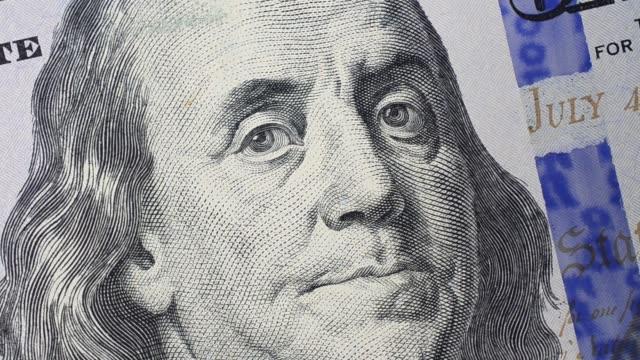 makro eines neuen 100-dollar-scheins. - inflation stock-videos und b-roll-filmmaterial
