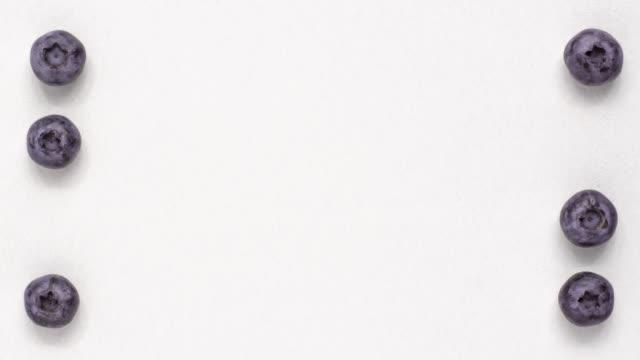 vídeos y material grabado en eventos de stock de el arándano macro shot aparece y desaparece sobre el fondo blanco - arándano