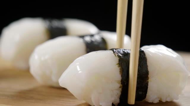 macro shot of sushi, sashimi, uramaki and nighiri. typical japanese dish consisting of rice, salmon or tuna,shrimp and fish eggs soaked in soy. - традиция стоковые видео и кадры b-roll