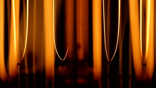 vídeos de stock, filmes e b-roll de bulbo macro do tungstênio - lampada