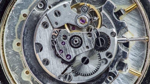 eski saatin mekanizmasının makro görünümü - ihsangercelman stok videoları ve detay görüntü çekimi