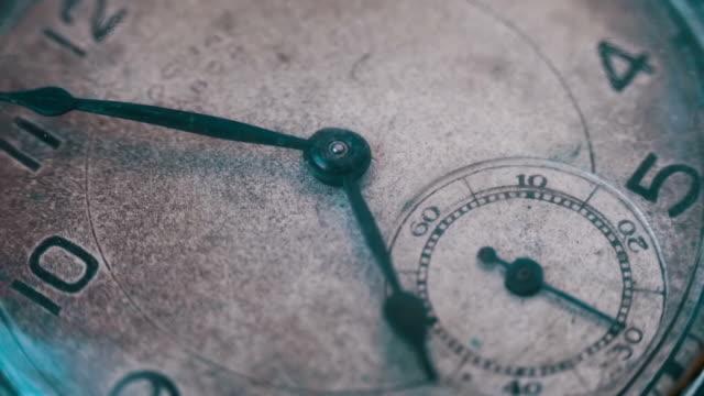makro vintage pocket watch närbild - ancient white background bildbanksvideor och videomaterial från bakom kulisserna