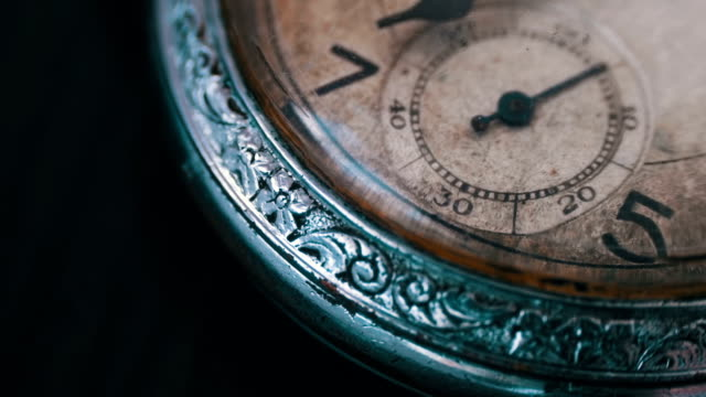 makro vintage pocket watch tid går snabbt - ancient white background bildbanksvideor och videomaterial från bakom kulisserna