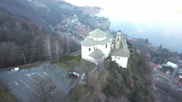 chiesa madonna del sasso in alzo di pella, italia - lombardia video stock e b–roll