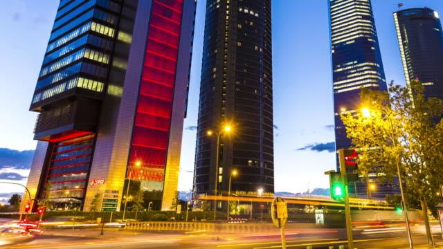 Madrid Geschäftsviertel bei Sonnenuntergang, Zeitraffer – Video