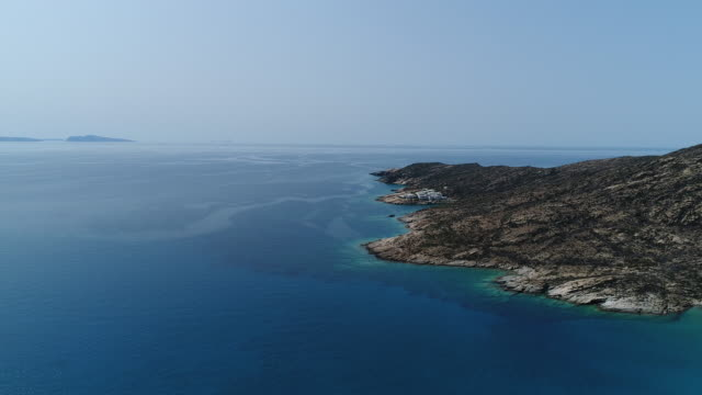 magganari beach on the island of ios in the cyclades in greece seen from the sky - isole egee video stock e b–roll