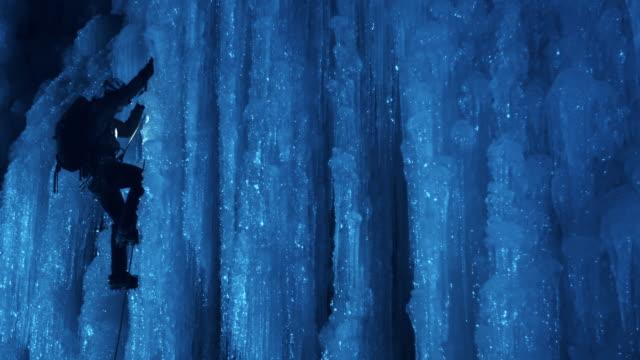 magical night time ice climbing - eisklettern stock-videos und b-roll-filmmaterial