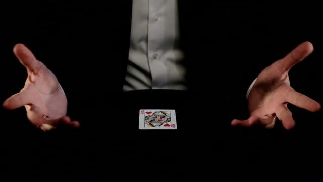 волшебник с magic trick - трюк стоковые видео и кадры b-roll