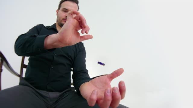 magician showing a magic trick - трюк стоковые видео и кадры b-roll