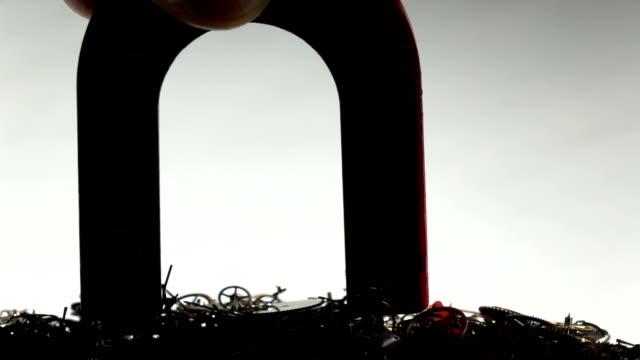 U Magnet Pulling Clockworks In Slow Motiın