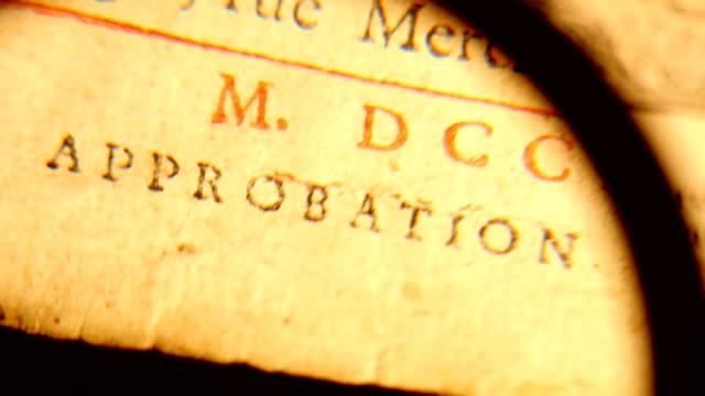 18. yüzyılda 4k büyüteç kitabı artar... - vatikan şehir devleti stok videoları ve detay görüntü çekimi