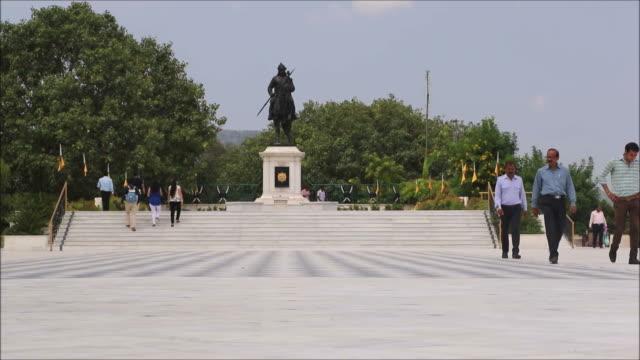 maharana pratap memorial, udaipur, rajasthan (tidsfördröjning) - india statue bildbanksvideor och videomaterial från bakom kulisserna