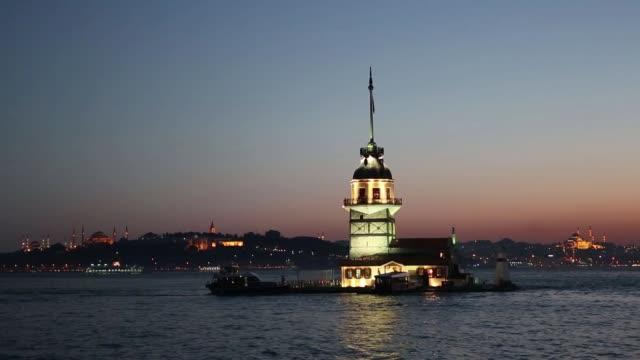 i̇stanbul' da altın saatlerde kız kulesi, türkiye - ihsangercelman stok videoları ve detay görüntü çekimi