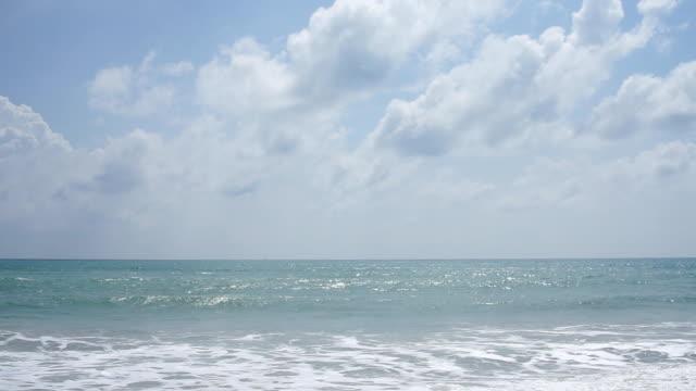 maikhao beach phuket - horyzont wodny filmów i materiałów b-roll