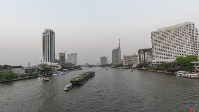 main river of bangkok day to night time lapse - fiume chao phraya video stock e b–roll