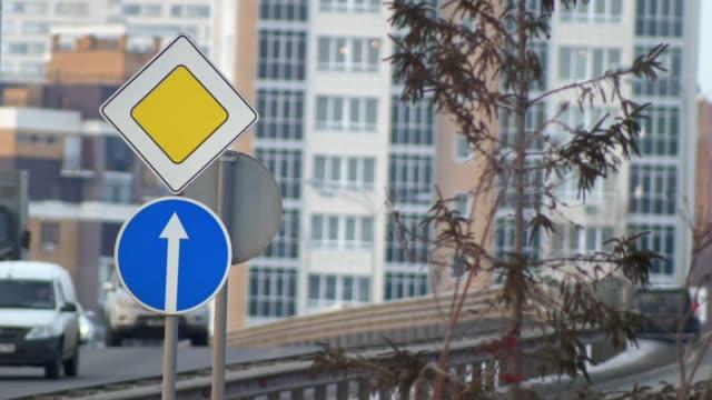 Main road street sign, evacuation of cars video