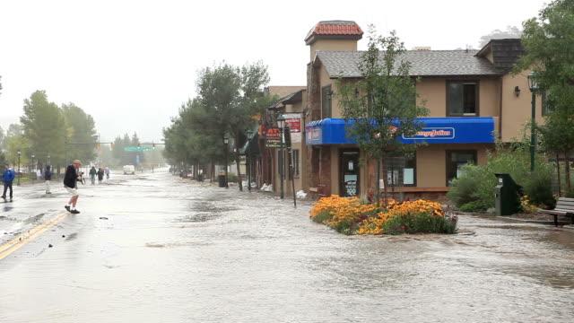 stockvideo's en b-roll-footage met main street zondvloed wateren estes park, colorado - westelijke verenigde staten