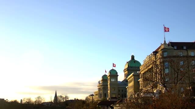 majestätische gebäude der schweizer nationalen parlament und regierung, politik - kanton bern stock-videos und b-roll-filmmaterial