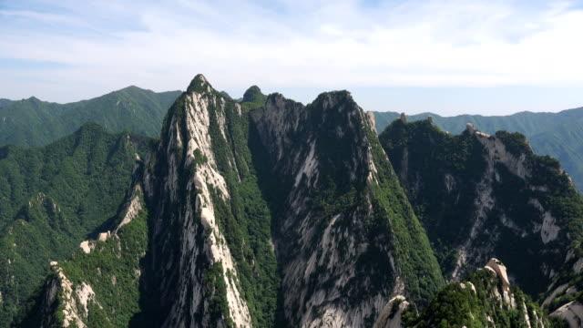 hua dağı 'nın görkemli manzarası - unesco stok videoları ve detay görüntü çekimi