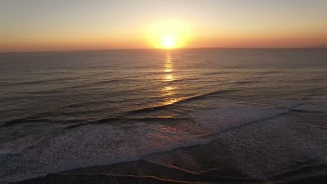 majestic sunset over ocean beach san francisco - ocean spokojny filmów i materiałów b-roll