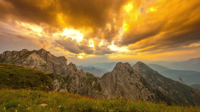 t/l majestic sunset over the mangart mountain - панорамный стоковые видео и кадры b-roll