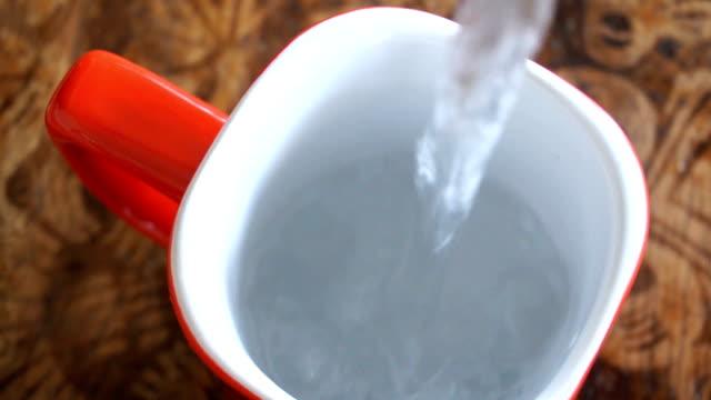 vídeos de stock e filmes b-roll de make coffee - caneca