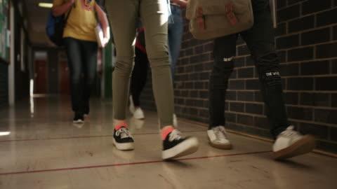 vídeos y material grabado en eventos de stock de hacer movimientos para obtener una buena educación - estudiante