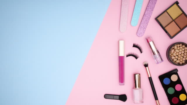 Make up palettes and products appear from right to left on pastel background - Stop motion