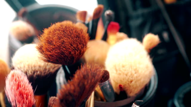 makeup borste set. - makeup artist bildbanksvideor och videomaterial från bakom kulisserna