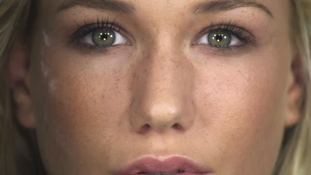Makeup brush video