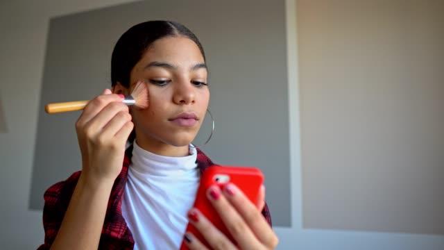 stockvideo's en b-roll-footage met make-up routine - make up