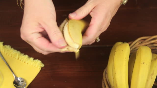 Making Banana Smoothie 1 video