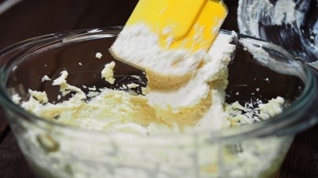 making cheese cream - formaggio spalmabile video stock e b–roll