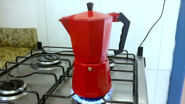 Making coffee with italian house coffeepot video