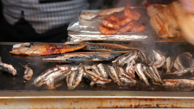 Making fish sandwich balik ekmek in Istanbul video