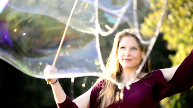 Making Giant Bubbles video