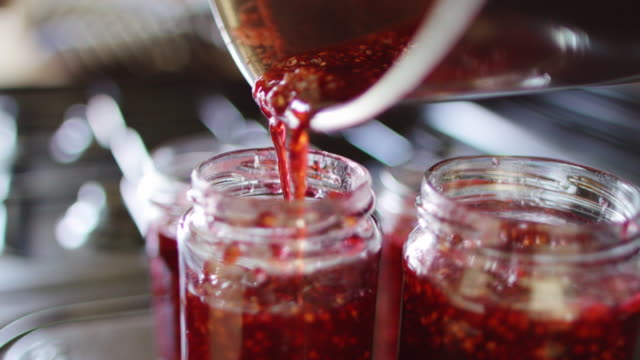 vídeos de stock e filmes b-roll de making homemade preserves - jam jar